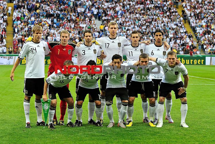 03.06.2010, Commerzbank-Arena, Frankfurt, GER, FIFA Worldcup Vorbereitung, Deutschland vs Bosnien-Herzegowina???, im Bild Foto: hvl. Holger Badstuber (FC Bayern Muenchen #14), Manuel Neuer (Schalke 04 #01), Arne Friedrich (Herta BSC #03), Per Mertesacker (Werder Bremen #17), Miroslav Klose (FC Bayern Muenchen #11),  Sami Khedira (VfB Stuttgart #06), vvl. Philip Lahm (FC Bayern Muenchen #16), Piotr Trochowski (Hamburger SV #15), Mesud Oezil (Werder Bremen #08), Lukas Podolski (1.FC Koeln #10), Bastian Schweinsteiger (FC Bayern Muenchen #07), nph /  Roth