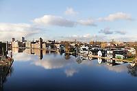 Nederland Zaandam 2016. Zaandam aan de Zaan. Links de oude Verkade fabriek. Foto Berlinda van Dam / Hollandse Hoogte