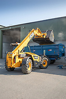 14.9.2020 Tele-handler loading grain into a farm trailer <br /> ©Tim Scrivener Photographer 07850 303986<br />      ....Covering Agriculture In The UK.