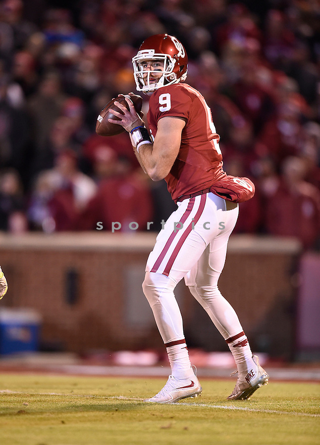 Oklahoma Sooners Trevor Knight (9) during a game against the Texas Christian Horned Frogs on November 21, 2015 at Memorial Stadium in Norman, OK. Oklahoma beat Texas Christian 30-29.