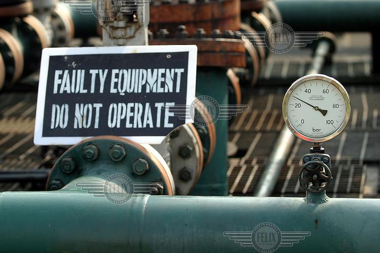 Shell operations in Niger Delta. Agbada flowstation. © Fredrik Naumann
