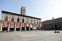 Una veduta di Piazza Maggiore, col Palazzo del Podesta' sulla sinistra, a Bologna.<br /> A view of piazza Maggiore, with the Palazzo del Podesta' at left, in Bologna.<br /> UPDATE IMAGES PRESS/Riccardo De Luca