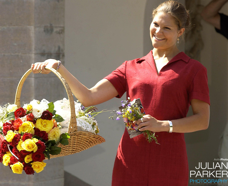 CROWN PRINCESS VICTORIA OF SWEDEN CELEBRATES HER 25TH BIRTHDAY, .WITH HER PARENTS, AT SOLLIDEN, NEAR BERGHOLM, SWEDEN..14/7/02.  PICTURE: UK PRESS   (ref 5105-8)