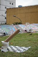 SAO PAULO, 27 DE JULHO DE 2012 - INTERVENCAO ARTISTICA PRACA ROOSEVELT - Intervencao artistica montada na praca roosevelt, regiao central da capital, na tarde desta sexta feira (27). FOTO: ALEXANDRE MOREIRA - BRAZIL PHOTO PRESS