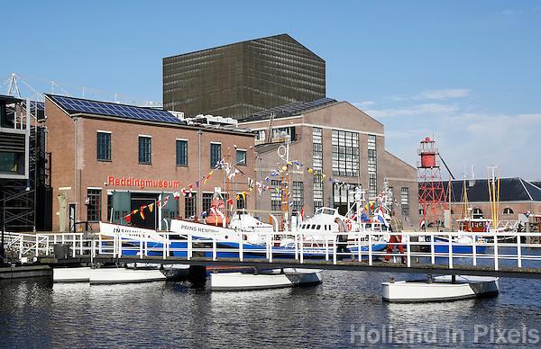 Nederland Den Helder 2015. De voormalige rijkswerf Willemsoord, ook wel Oude Rijkswerf genoemd, is sinds het terugtrekken van de Koninklijke Marine naar nieuwe werflocatie in Den Helder omgevormd tot een nautisch themapark. Links de ingang van het Reddingmuseum