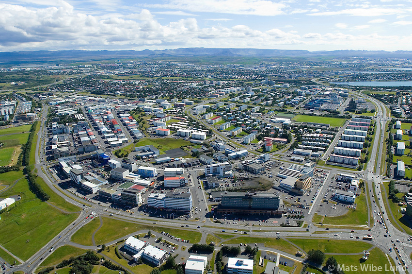 Hotel Hilton, Suðurlandsbraut - Krinlumýrarbraut séð til suðurs yfir Múlahverfi, Reykjavík / Hotel Hilton, Sudurlandsbraut - Kringlumyrarbraut viewing south over Mulahverfi, Reykjavik