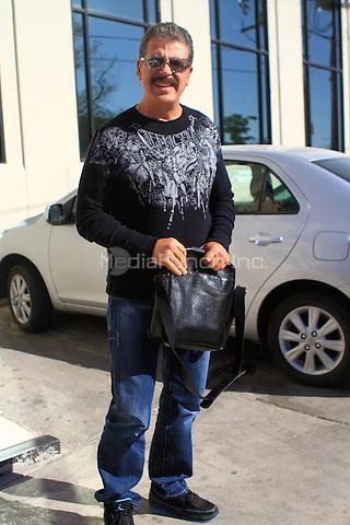 """¨EXCLUSIVE¨ NOVEMBER 23: Mexican Actor Sergio Goyri seen at Radio Stereo 100 before his one man performance of """"Los Hombres son de Marte, las Mujeres de Venus"""". Hermosillo Sonora, Mexico. Credit: Luis Gutierrez/NortePhoto/MediaPunch Inc. ***NO SPAIN*** ***NO MEXICO***"""