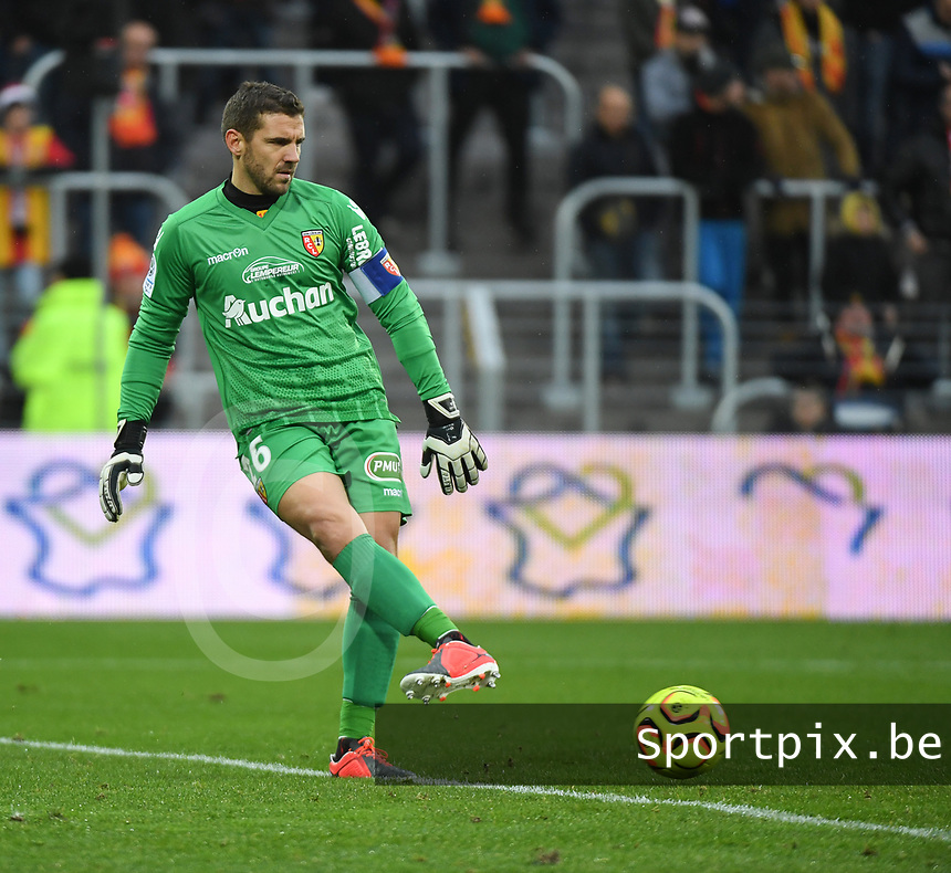 20181124 - LENS , FRANCE : Lens' Jean-Louis Leca pictured during the soccer match between Racing Club de LENS and Grenoble Foot 38, on the 15th  matchday in the French Dominos pizza Ligue 2 at the Stade Bollaert Delelis stadium , Lens . Saturday 24 Novembre 2018 . PHOTO DIRK VUYLSTEKE | SPORTPIX.BE