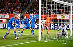 Nederland, Rotterdam, 15 oktober 2012.Interland.Jong Oranje-Jong Slowakije.Georginio Wijnaldum kopt de bal achter keeper Michal Sulla van Slowakije