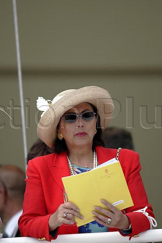 27 July 2004: A Lady consulting her race card at Goodwood Photo: Glyn Kirk/Action Plus...horse racing 040727 hat fashion race card glorious women