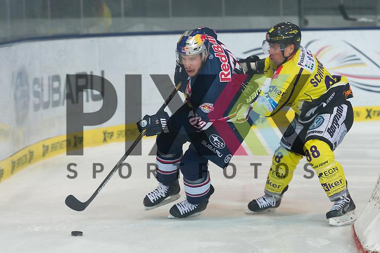 Eishockey, DEL, EHC Red Bull M&uuml;nchen - Krefeld Pinguine <br /> <br /> Im Bild Florian KETTEMER (EHC Red Bull M&uuml;nchen, 69) schirmt die Scheibe hinter dem eigenen Tor von Martin SCHYMAINSKI (Krefeld Pinguine, 88) ab beim Spiel in der DEL EHC Red Bull Muenchen - Krefeld Pinguine.<br /> <br /> Foto &copy; PIX-Sportfotos *** Foto ist honorarpflichtig! *** Auf Anfrage in hoeherer Qualitaet/Aufloesung. Belegexemplar erbeten. Veroeffentlichung ausschliesslich fuer journalistisch-publizistische Zwecke. For editorial use only.