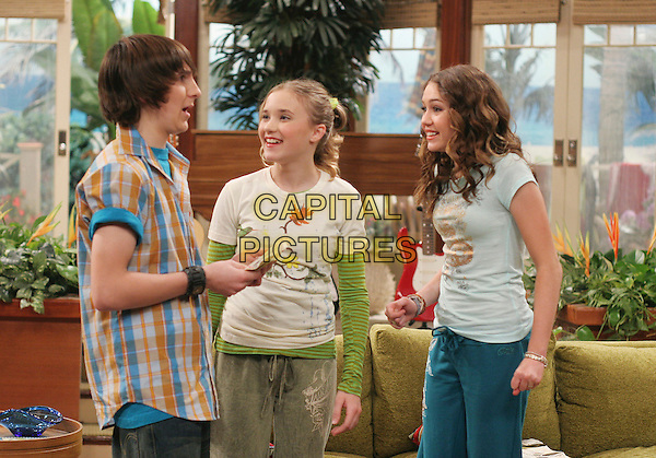 "MITCHEL MUSSO, EMILY OSMENT & MILEY CYRUS.in Hannah Montana.""Money For Nothing, Guilt For Free"" .*Editorial Use Only*.Ref: FB.www.capitalpictures.com.sales@capitalpictures.com.Supplied by Capital Pictures."