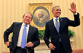 United States President Barack Obama meets with Prime Minister Nawaz Sharif of Pakistan in the Oval Office of the White House in Washington, D.C. on October 23, 2013.<br /> Credit: Dennis Brack / Pool via CNP