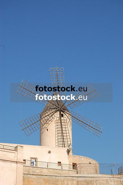 Garleta wind mill<br /> <br /> Molino de Garleta (cat.: Mol&iacute; d'en Garleta)<br /> <br /> Garleta Windm&uuml;hle<br /> <br /> 3008 x 2000 px<br /> 150 dpi: 50,94 x 33,87 cm<br /> 300 dpi: 25,47 x 16,93 cm