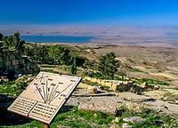 Jordanien, Berg Nebo: mit Blick ins Jordantal - von hier soll Mose ein Blick ins globte Land gewaehrt worden sein ohne es selbst betreten zu duerfen, da er hier angeblich verstarb und beerdigt wurde | Jordan, Mount Nebo: View over Jordan Valley, possible site of Moses` death and burial