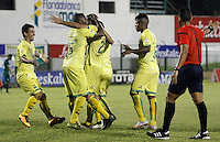 FLORIDABLANCA - COLOMBIA - 22 - 05 - 2016: Los jugadores de Atletico Bucaramanga, celebran el gol anotado al La Equidad, durante partido entre Atletico Bucaramanga y La Equidad, por la fecha 19 de la Liga Aguila I-2016, jugado en el estadio Alvaro Gomez Hurtado de la ciudad de Floridablanca. / The players of Atletico Bucaramanga, celebrate a scored goal to La Equidad, during a match between Atletico Bucaramanga and La Equidad, for the date 19 of the Liga Aguila I-2016 at the Alvaro Gomez Hurtado Stadium in Floridablanca city Photo: VizzorImage  / Duncan Bustamante / Cont.