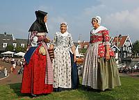 Huizen- Haven Festival Huizen. Een festival rond de Oude Haven en het Nautisch Kwartier. Mensen in klederdracht uit de Zaanstreek. Klederdrachtgroep de Zaanse Kaper. (Foto mag alleen redactioneel gebruikt worden)