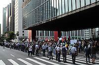 SAO PAULO, 19 DE MAIO DE 2012 - MARCHA DA MACONHA SP - Manifestantes durante ato Marcha da Maconha, que visa outra politica de drogas, sairam do vao livre do masp, avenida paulista e caminham ate a praca da Republica, regiao centreal, na tarde deste sabado. FOTO: ALEXANDRE MOREIRA - BRAZIL PHOTO PRESS