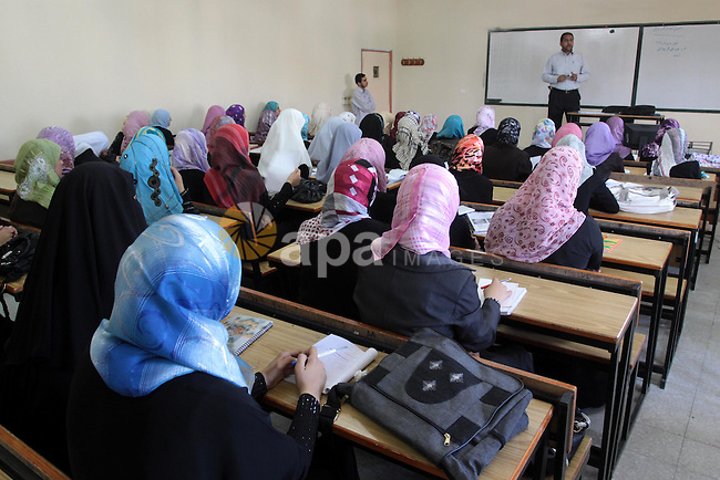 Palestinian students attend the second school year after the Israeli war on Gaza Strip, in Gaza City on Sept. 26,2010 .The Islamic University was bombed and destroyed the scientific laboratories building during the 22-day Israeli war on Gaza strip and still faces difficulty in the reconstruction because of the blockade . Photo by Mohammed Asad