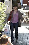 .2-26-09.Jennifer Garner shopping at the Brentwood mart near Los Angeles ca with a bandage on her finger ..AbilityFilms@yahoo.com.805-427-3519.www.AbilityFilms.com