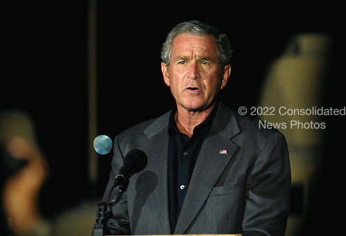 President George W. Bush speaks about a recent meeting with Iraqi Government officials at Al Asad Air Base, Iraq, Sept. 3, 2007.  Defense Dept. photo by Cherie A. Thurlby (released)