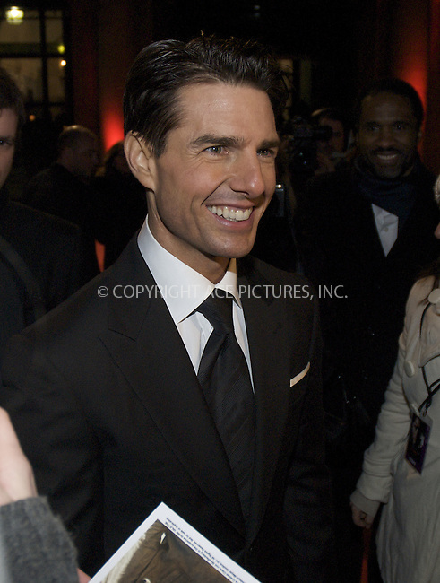 MADRID, 27/01/09.- US actor Tom Cruise, smiles to his fans as he arrives to the presentation of his new film 'Valkyrie', at the Royal Theater in Madrid, Spain, 27 January 2009...(C) GWYNPLAINE - ASTUFOTO