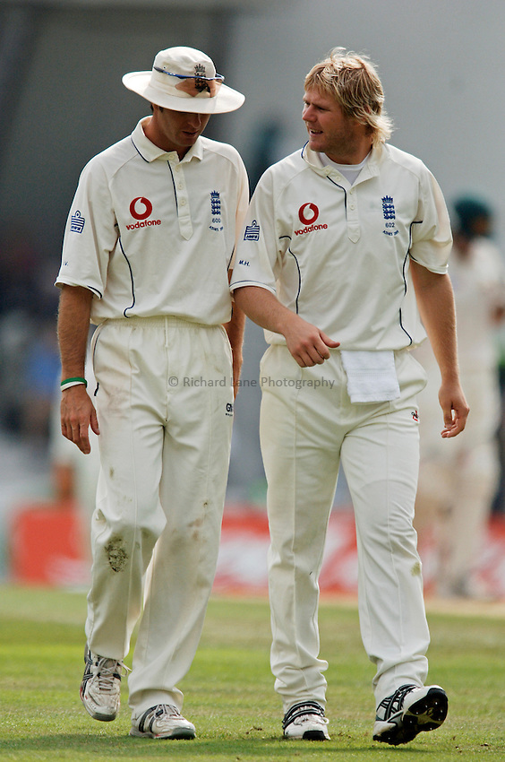 Photo: Glyn Thomas..England v Australia. nPower Test Series. The Ashes 2005..10/09/2005..England's Matthew Hoggard (R) discusses tactics with Michael Vaughan.
