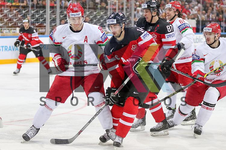 Canadas Eberle, Jordan (Nr.14) im Zweikampf mit Belarus Korobov, Dmitri (Nr.89)(Atlant Mytishi)  im Spiel IIHF WC15 Canada vs. Belarus.<br /> <br /> Foto &copy; P-I-X.org *** Foto ist honorarpflichtig! *** Auf Anfrage in hoeherer Qualitaet/Aufloesung. Belegexemplar erbeten. Veroeffentlichung ausschliesslich fuer journalistisch-publizistische Zwecke. For editorial use only.