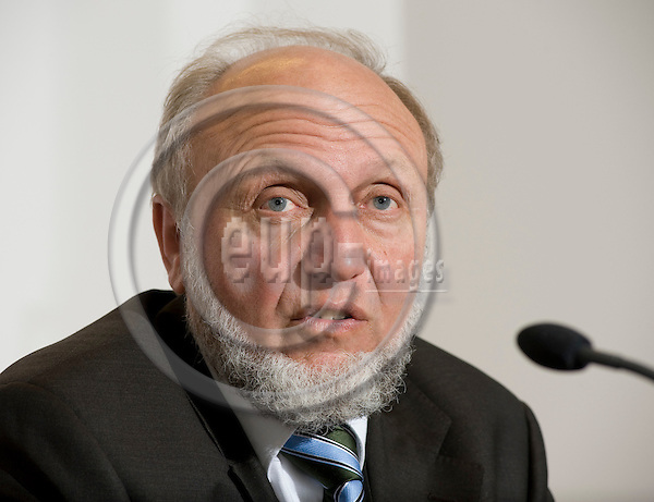 Brussels-Belgium - 25 February 2009 -- Press conference / launch of the 2009 EEAG Report on the European Economy, at Bruegel; here,  Prof. Hans-Werner SINN, President of the Ifo Institute for Economic Research and Director of CESifo, Professor of Economics - University of Munich -- Photo: Horst Wagner / eup-images