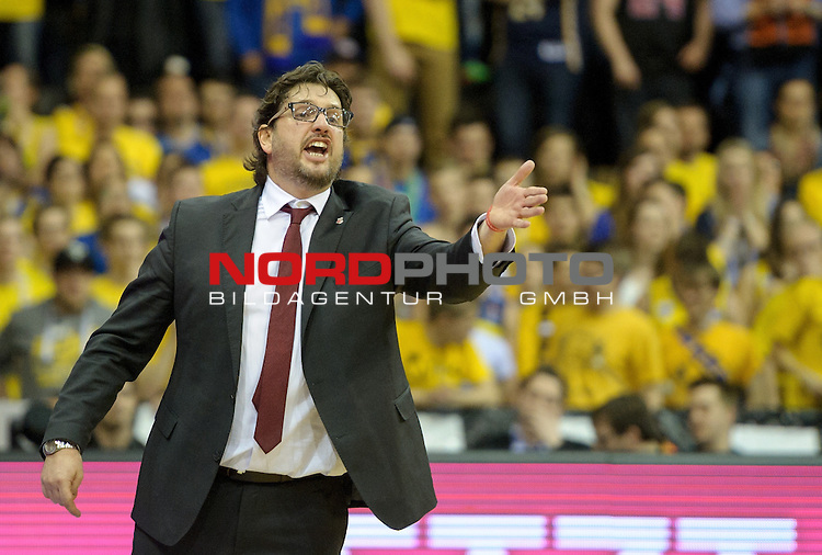 12.04.2015, EWE Arena, Oldenburg, GER, Beko BBL Top Four, Finale, Brose Baskets vs EWE Baskets Oldenburg, im Bild Andrea Trinchieri (Trainer Brose Baskets) regt sich auf<br /> <br /> Foto &copy; nordphoto / Frisch