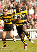 Leicester, ENGLAND, Wasps Paul Sackey, running in to score a second half try during the Guinness Premiership Rugby match,  Leicester Tigers vs London Wasps, at Welford Road. © Peter Spurrier/Intersport-images.com.