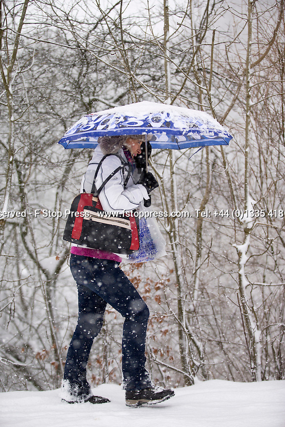 29/01/15<br /> <br /> Heavy snowfall results in multiple accidents, stranded vehicles and traffic chaos as the wintery weather does its best to shut down theDerbyshire Peak District town of Buxton.<br /> <br /> All Rights Reserved - F Stop Press.  www.fstoppress.com. Tel: +44 (0)1335 418629 +44(0)7765 242650