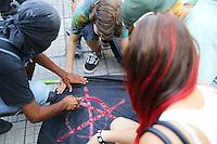 PORTO ALEGRE, RS, 23.01.2014 - Marcha de abertura do Fórum Social Temático no largo Glênio Peres, no centro da cidade de Porto Alegre, nesta quinta-feira. O evento, que acontece até o dia 26 de janeiro, irá debater temas como a crise capitalista, justiça social e ambiental no mundo. (FOTO: PEDRO TESCH / BRAZIL PHOTO PRESS).