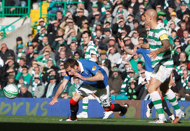 Celtic's Daniel Majstorovic fouls Kirk Broadfoot in the box for a penalty kick