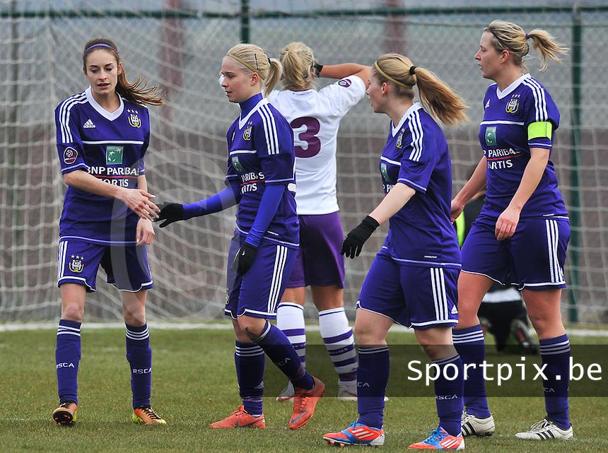 RSC Anderlecht Dames - Beerschot : vreugde bij Stephanie Van Gils (links) , Jana Coryn (midden) , Tessa Wullaert (links) en Sophie Mannaert (rechts).foto DAVID CATRY / Vrouwenteam.be
