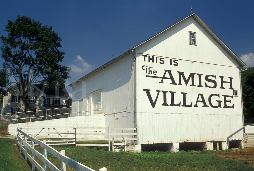 AJ3006, Lancaster County, amish, barn, amish country, Pennsylvania, Pennsylvania Dutch Country, The Amish Village in Strasburg in the state of Pennsylvania.