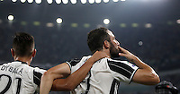 Calcio, Serie A: Juventus vs Fiorentina. Torino, Juventus Stadium, 20 agosto 2016.<br /> Juventus&rsquo; Gonzalo Higuain, right, is hugged by teammate Paulo Dybala after scoring the winning goal during the Italian Serie A football match between Juventus and Fiorentina at Turin's Juventus Stadium, 20 August 2016. Juventus won 2-1.<br /> UPDATE IMAGES PRESS/Isabella Bonotto