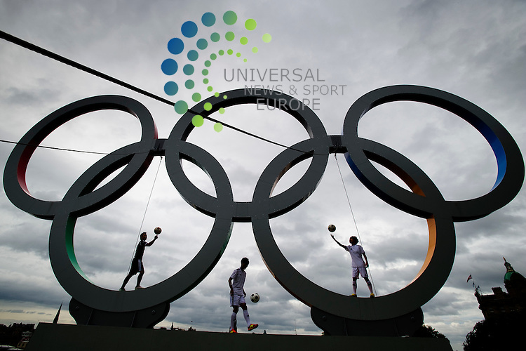 Hi-Kick a physical comedy show from South Korea embrace the spirit of the Edinburgh Fringe Festival by having an apparently unofficial kick about on Edinburgh's Olympic Rings at the Mound. Edinburgh, Scotland, 1st August, 2012.Picture:Scott Taylor Universal News And Sport (Europe) .All pictures must be credited to www.universalnewsandsport.com. (Office)0844 884 51 22.