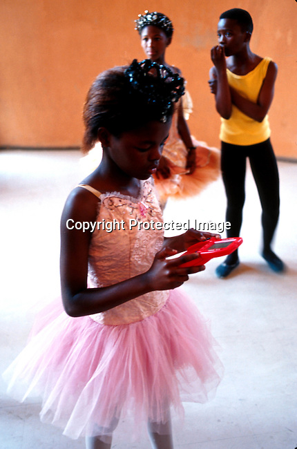didance00045 .Lebu, one of the dancers in the 'Dance For All' Programme operating in Khayelistsha and Guguletu outside Capetown, South Africa. She's playing a game before a performance..©Per-Anders Pettersson/iAfrika Photos