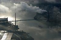 Koehlbrandbruecke: EUROPA, DEUTSCHLAND, HAMBURG, (EUROPE, GERMANY), 19.11.2007: Koehlbrandbruecke, Hafen, Hamburg, Nebel, Wolken, Qualm,Tag, Strasse, Bruecke, ueberspannen, Koehlbrand, Achse, Verbindung, Wahrzeichen,  Aufwind-Luftbilder, Luftbild, Luftaufname, Luftansicht.c o p y r i g h t : A U F W I N D - L U F T B I L D E R . de.G e r t r u d - B a e u m e r - S t i e g 1 0 2, .2 1 0 3 5 H a m b u r g , G e r m a n y.P h o n e + 4 9 (0) 1 7 1 - 6 8 6 6 0 6 9 .E m a i l H w e i 1 @ a o l . c o m.w w w . a u f w i n d - l u f t b i l d e r . d e.K o n t o : P o s t b a n k H a m b u r g .B l z : 2 0 0 1 0 0 2 0 .K o n t o : 5 8 3 6 5 7 2 0 9.C o p y r i g h t n u r f u e r j o u r n a l i s t i s c h Z w e c k e, keine P e r s o e n l i c h ke i t s r e c h t e v o r h a n d e n, V e r o e f f e n t l i c h u n g  n u r  m i t  H o n o r a r  n a c h M F M, N a m e n s n e n n u n g  u n d B e l e g e x e m p l a r !.