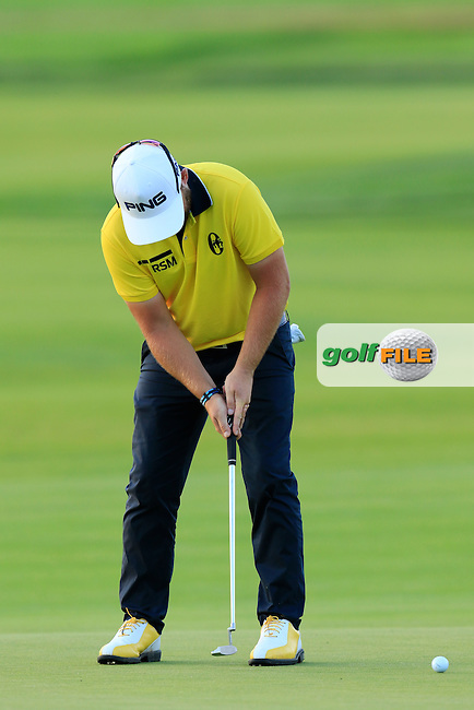 Andy Sullivan (ENG) takes his putt on the 8th green during Friday's Round 2 of the 2016 U.S. Open Championship held at Oakmont Country Club, Oakmont, Pittsburgh, Pennsylvania, United States of America. 17th June 2016.<br /> Picture: Eoin Clarke | Golffile<br /> <br /> <br /> All photos usage must carry mandatory copyright credit (&copy; Golffile | Eoin Clarke)