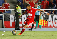 CALI-COLOMBIA 5--OCTUBRE-2015:  Ayron Del Valle del  América de Cali disputa el balon con Leones FC durante partido por la fecha 13 del Torneo Aguila jugado en  el estadio Pascual Guerrero / Ayron Del Valle  player of America de Cali fights the ball agaisnt  of Leones FC , during  thirteen date  match played in Pascual Guerrero Stadium ./Photo :VizzorImage / Stringer