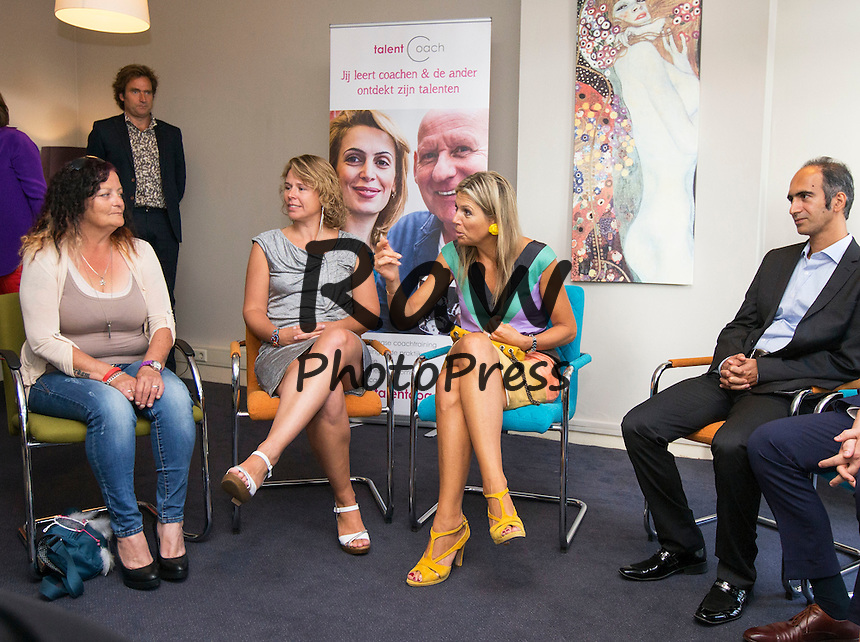 Su Majestad la Reina Maxima de Holanda visita Talent Coach.<br /> <br /> The Hague, 28-08-2015<br /> <br /> HM Queen M&Atilde;&iexcl;xima<br /> <br /> HM Queen M&Atilde;&iexcl;xima visits Talent Coach, founded in 2010 by Mariska Komproe-Feij, put highly skilled professionals who want to develop their coaching and management skills, as a (talent) coach to make a difference in the lives of vulnerable fellow citizens living on or around the poverty line .<br /> <br /> Pool/PvKatwijk/RPE/Albert Philip van der  Werf/Netherlands OUT