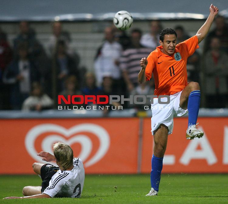 U 21 - L&scaron;nderspiel: Deutschland - Niederlande im Emslandstadion in Meppen.<br /> Dominik Reinhardt (Deutschland,l) im Kampf um den Ball mit Otman Bakkal (Niederlande, r).<br /> Foto &copy; nordphoto