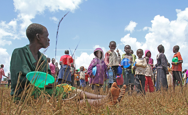 Congolese refugees in Kyangwali, Hoima, Uganda, fleeing from the war and conflict in their country, start a new life in a camp run by several international humanitarian organizations , where they receive a piece of land to settle and basic aid such as food and medicines. Since the beginning of 2012, ethnic tensions and inequitable access to land have led to renewed violence in the east and north-east of the Democratic Republic of the Congo (DRC), resulting in the displacement of more than 2.2 million people inside the country. In addition, almost 70,000 people have crossed the border into neighbouring Rwanda and Uganda.