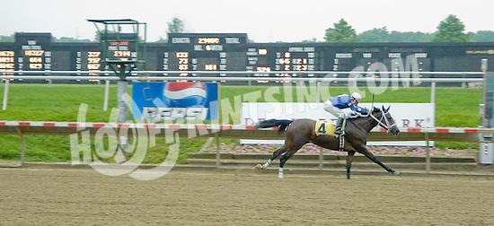 Explosive Heat MHF winning at Delaware Park on 6/1/11