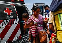 """Personal de la Cruz roja intenta trasladar y acomodar a migrantes a otros albergues, ya que el Comedor Comunitario en la colonia San Luis de Hermosillo Sonora, se encuentra saturado por un buen numero de personas integrantes de la Caravana del Migrante. <br /> <br />  Caravana del Migrante integrada por 600 personas en su mayoría de origen centroamericano, arribo a Hermosillo a bordo del tren conocido como """"La Bestia"""", provienen de la frontera Sur del País y con rumbo a la ciudad de Mexicali donde continuaran el viaje hasta Tijuana.<br /> La caravana tiene como objetivo solicitar <br /> asilo a Estados Unidos y algunos integrantes piensan solicitar una visa humanitaria en Mexico para laborar en los campos de Sonora y Baja California.<br /> (Photo: AP/Luis Gutierrez)"""