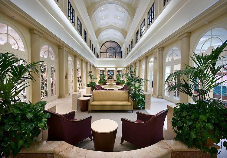 Huntington Medical Center Lobby.HDR Architects.McCarthy Construction