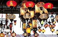 Nederland  Beverwijk  2017. De Bazaar in Beverwijk. De Bazaar in Beverwijk is al 37 jaar de plek waar uiteenlopende culturen samenkomen en is de grootste overdekte markt in Europa. De Bazaar bestaat uit verschillende marktdelen. Hal Mihrab. Turkse lampen te koop bij Exotic Lamp.    Foto Berlinda van Dam / Hollandse Hoogte