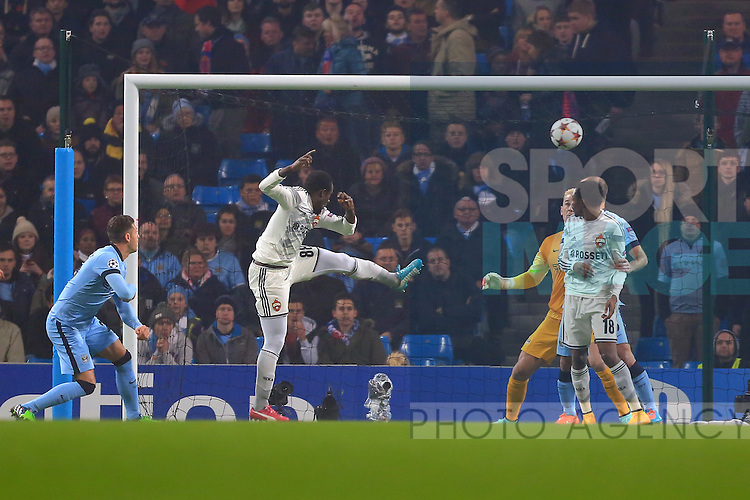 Seydou Doumbia of CSKA opens the scoring with the first goal - Manchester City vs. CSKA Moscow - UEFA Champions League - Etihad Stadium - Manchester - 05/11/2014 Pic Philip Oldham/Sportimage